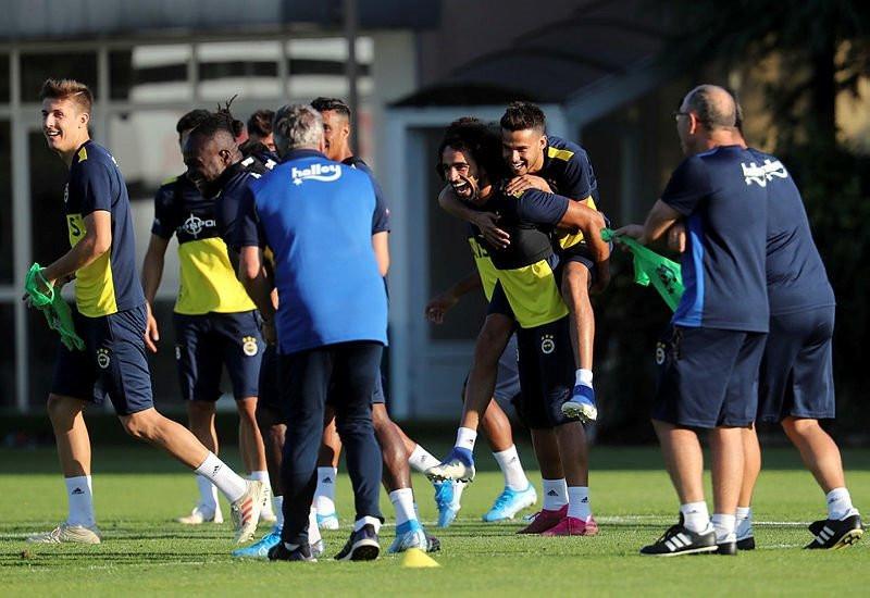 Fenerbahçe 2 isimle yollarını ayırıyor!