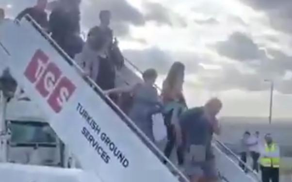 İstanbul Havalimanı'nda uçak pistten çıktı!