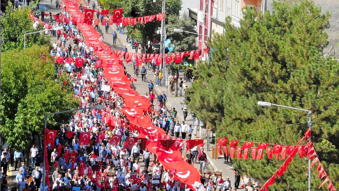 Binlerce kişi PKK'ya lanet mitinglerinde sokağa döküldü