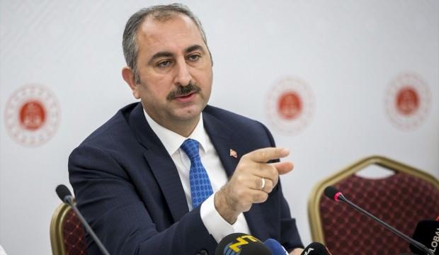 Bakan Gül'den AK Parti'ye yakın yazarlara ''FETÖ'' tepkisi