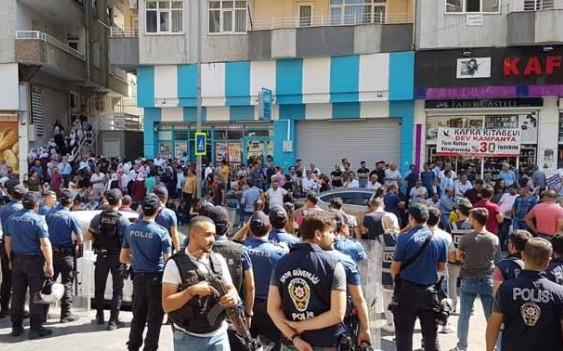Diyarbakır'da kayyım protestosunda bir gözaltı