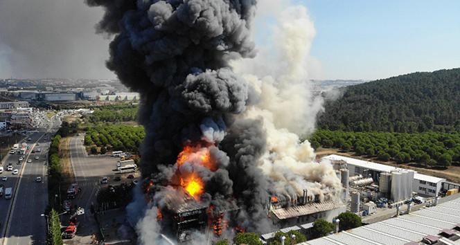 Füze gibi patladı! Yangın sırasında tankerin patladığı an kamerada!