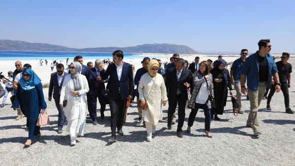 Emine Erdoğan Salda'yı ziyaret etti: Halkımız mutmain olsun - Resim: 4
