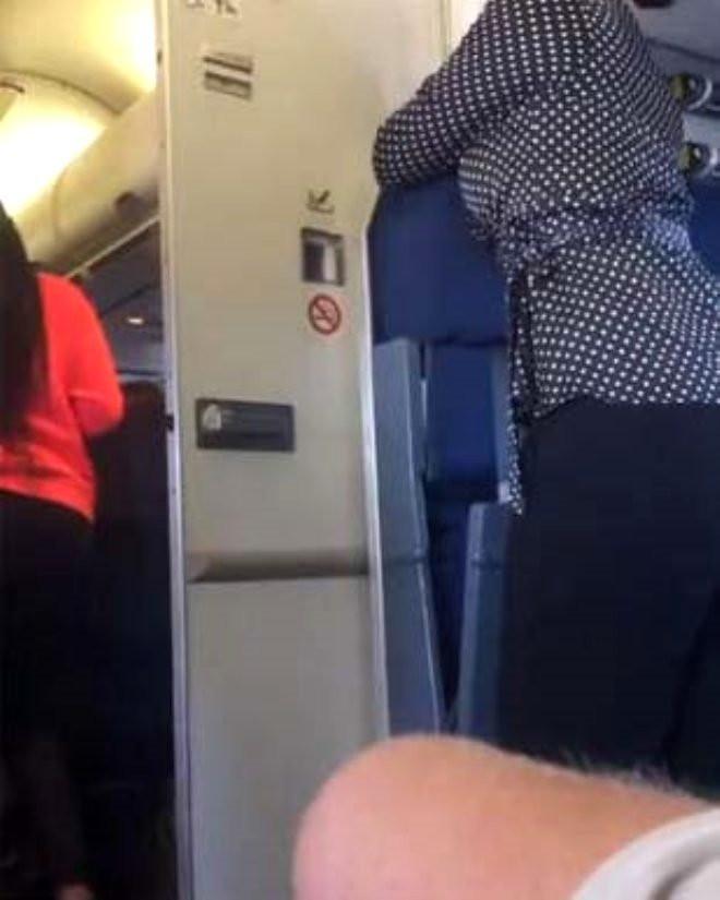 Uçak tuvaletinde rezalet! Ünlü isim böyle paylaştı
