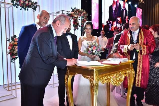 YHT hattındaki kaza sonrası Bakan'ın düğüne katılması tepki çekti