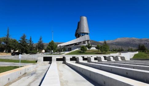 Demirel'in anıt mezarı ziyarete açıldı
