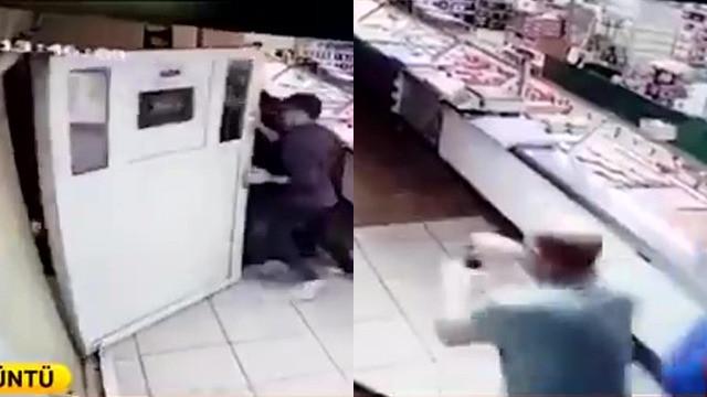 Depremden kaçarken kapıyı söktüler !