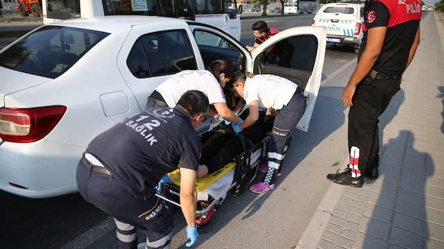 Hamile kadın eşinden kurtulmak için otomobilden atladı