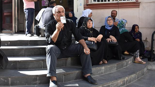 HDP'nin önünde evlat nöbeti büyüyor: İki aile daha katıldı