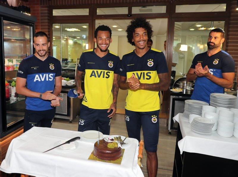 Fenerbahçe sürpriz transferi devre arasına bıraktı