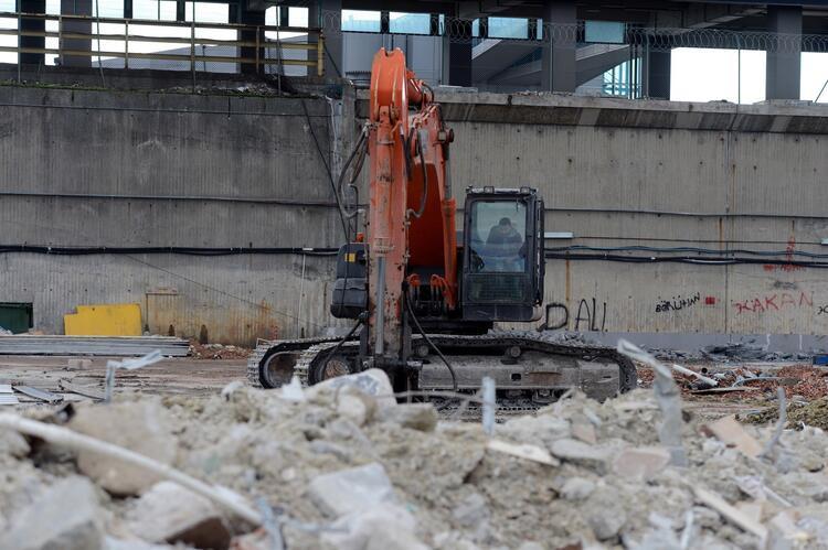 Atatürk Havalimanı'nın kargo bölümünde yıkım tamamlandı