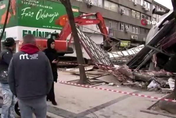 Sakarya'da bina çöktü!