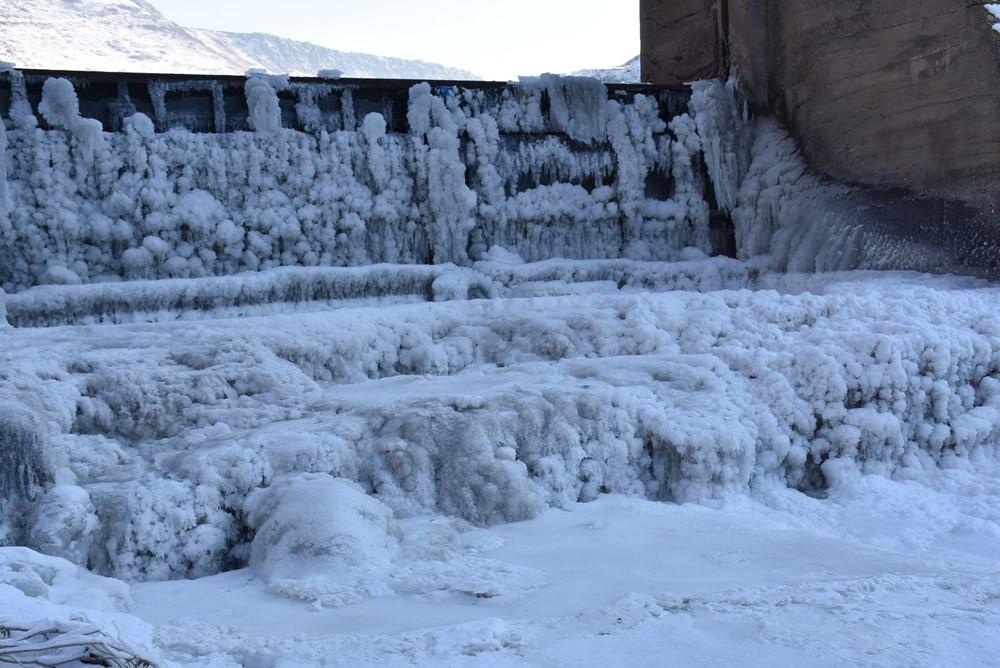 Bu fotoğraf Türkiye'den! Sibirya soğukları baraj gölünü dondurdu