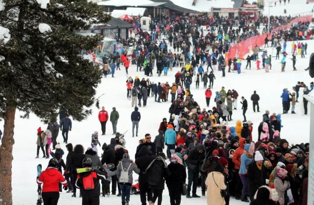 Ünlü tatil merkezine 100 bin kişi akın etti