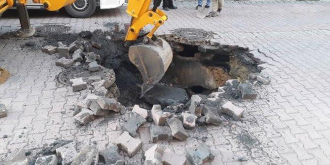 İstanbul Avcılar'da yol çöktü