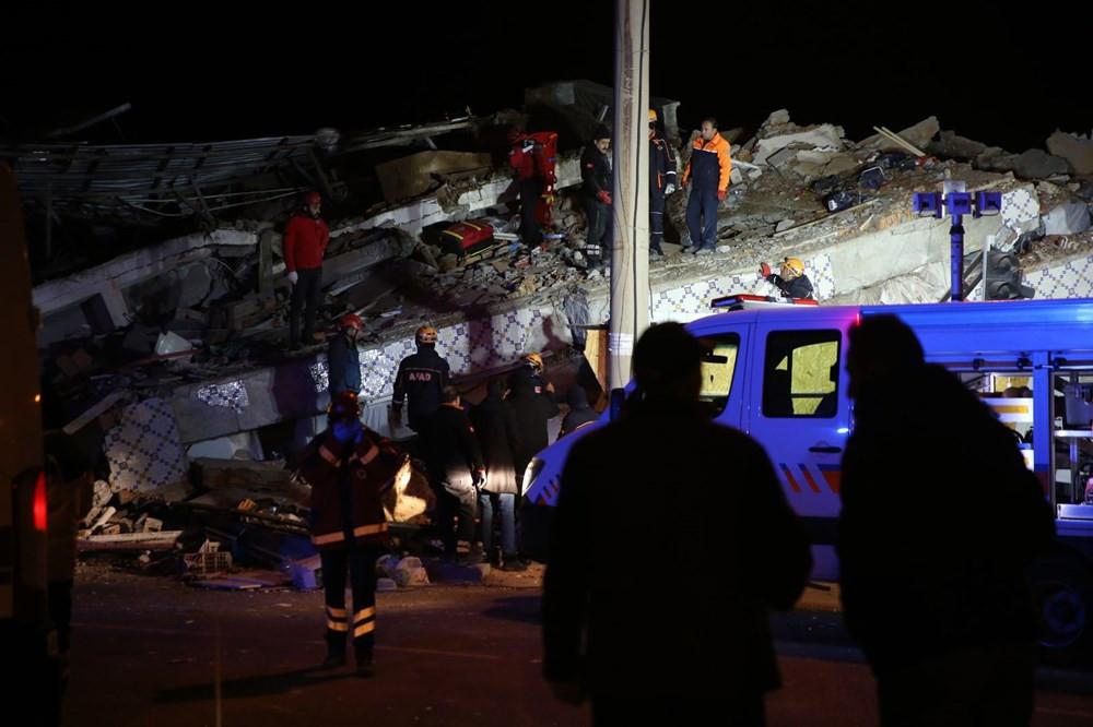 Elazığ'daki 6,8 büyüklüğündeki depremin yıkımı böyle görüntülendi