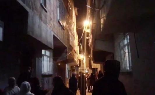 Depremde öldüren korku: Balkondan atladılar!
