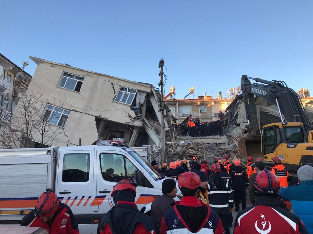 Elazığ'daki depremin şiddetini en net gösteren video