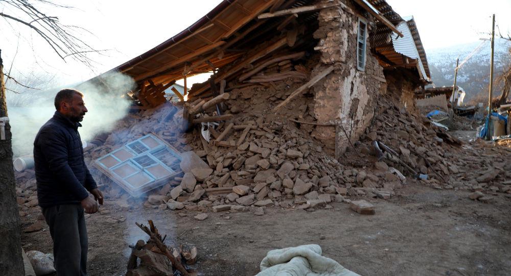 Deprem bir köyü haritadan tamamen sildi!
