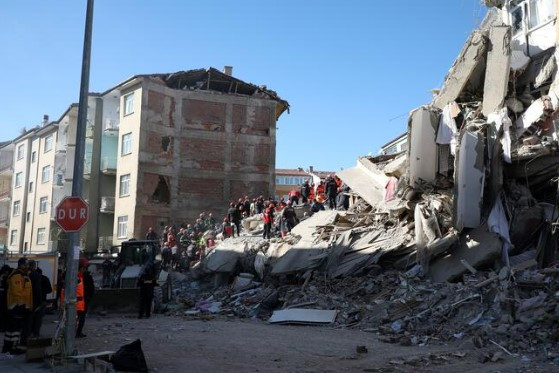 Dünya Elazığ depremini bu karelerle gördü !