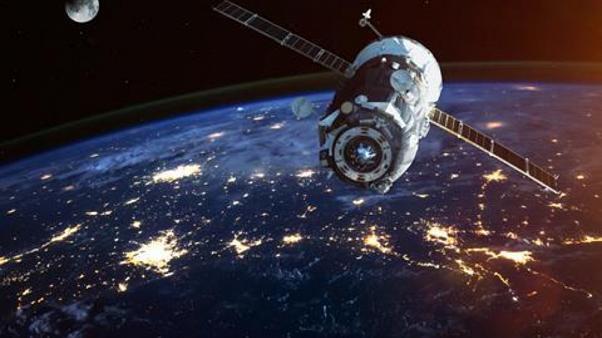 Uzayda korku dolu bekleyiş: 2 uydu her an çarpışabilir!