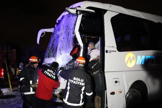 TEM'de zincirleme kaza: Ölü ve yaralılar var