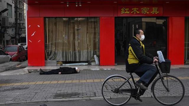 Coronavirüsün yayıldığı Wuhan'da kan donduran görüntü