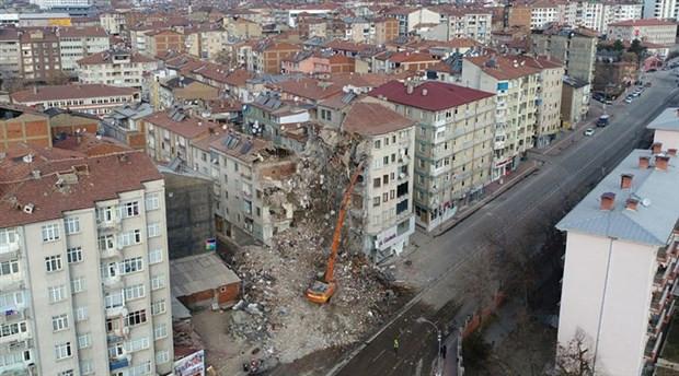 Depremde ağır hasar alan bina sayısı açıklandı!
