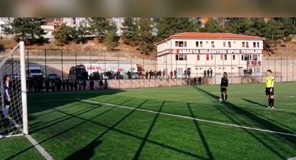 İstiklal Marşı okununca penaltı atışları durdu