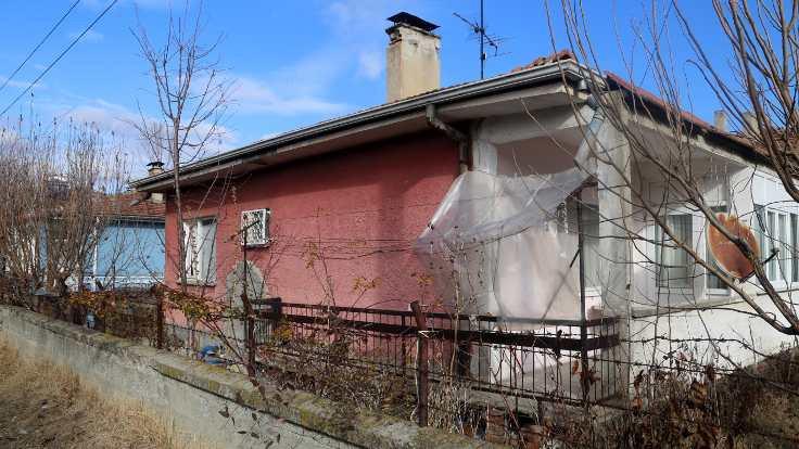 Hırsızlar yaşlı kadının evini soydu