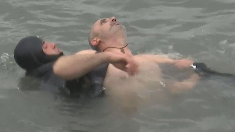 İstanbul'da haç çıkarma töreni kabusa döndü