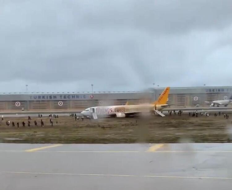 Sabiha Gökçen Havalimanı'nda uçak pistten çıktı ! Seferler 20.00'ye kadar iptal!