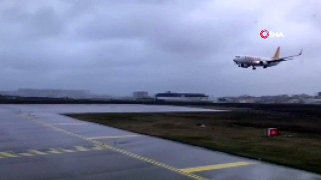 Havalimanında uçağın pistten çıkma anı kameralarda !