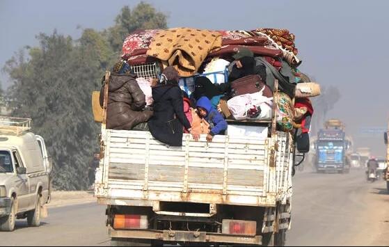 20 bin Suriyeli daha sınıra dayandı