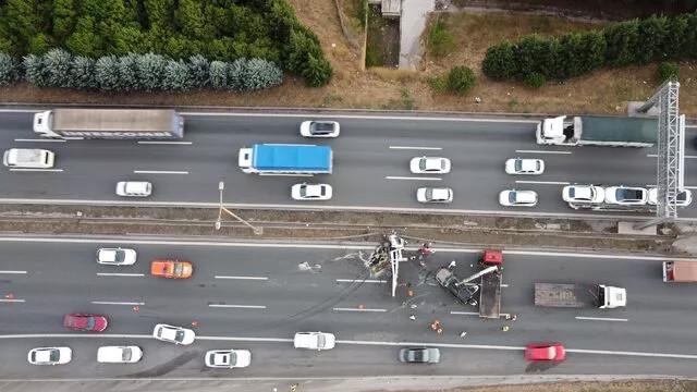 TEM'i kilitleyen kaza! Kilometrelerce araç kuyruğu oluştu
