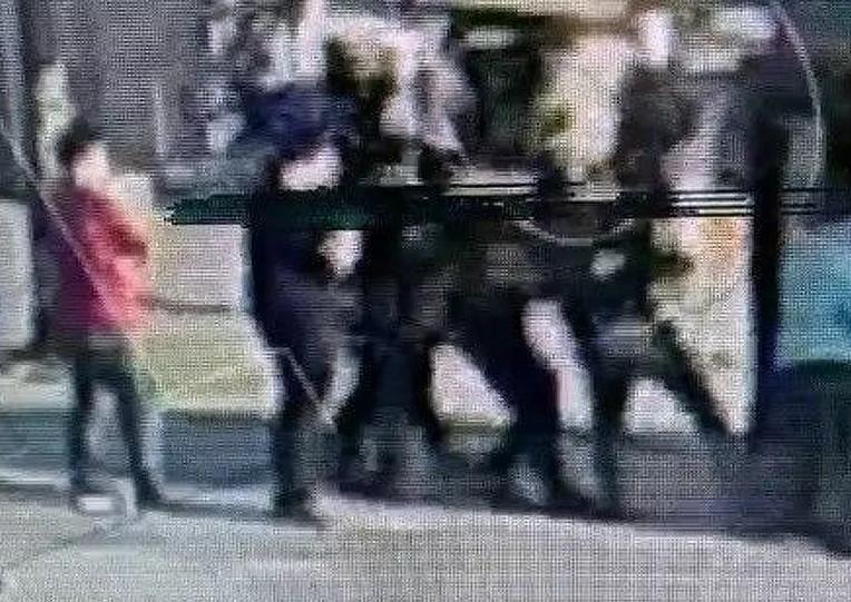 ATM sapığı polise kafa atıp kaçmaya çalıştı