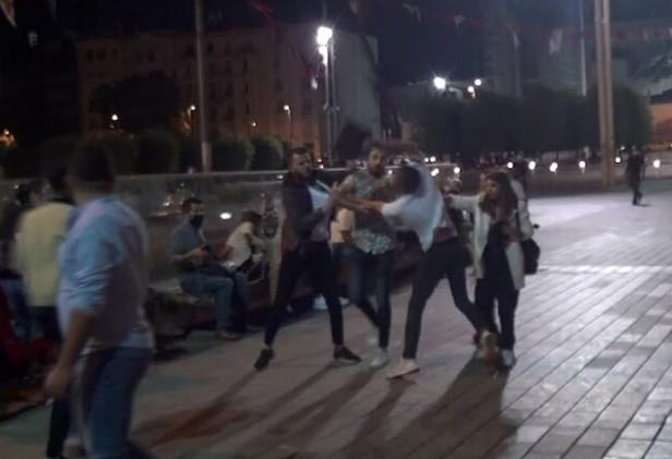 Taksim meydanında tekme tokat kavga kamerada
