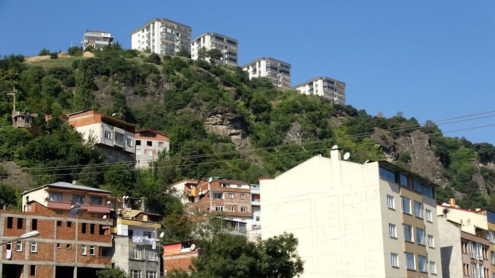 Trabzon'da heyelan paniği! 10 ev tahliye edildi