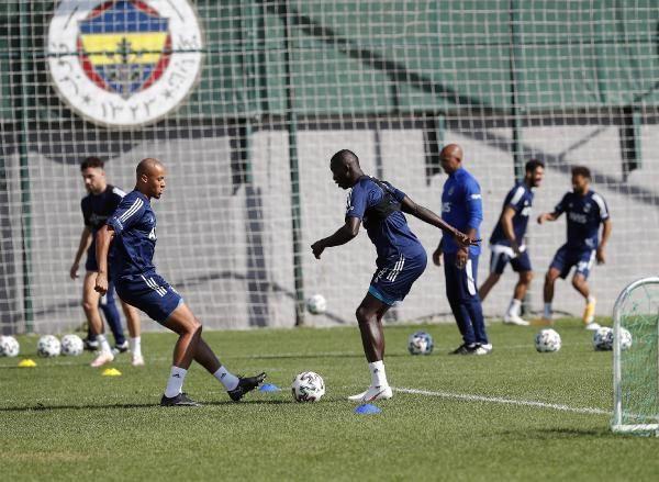 Fenerbahçe'de Pelkas ilk idmanına çıktı