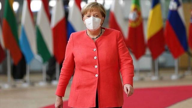 Merkel'den salgınla ilgili açıklama: Aile dışı teması azaltın