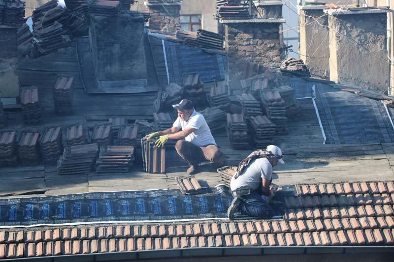 5 katlı apartmanın çatısında korkutan görüntüler