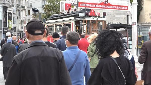 Taksim'de koronavirüse rağmen dikkat çeken kalabalık