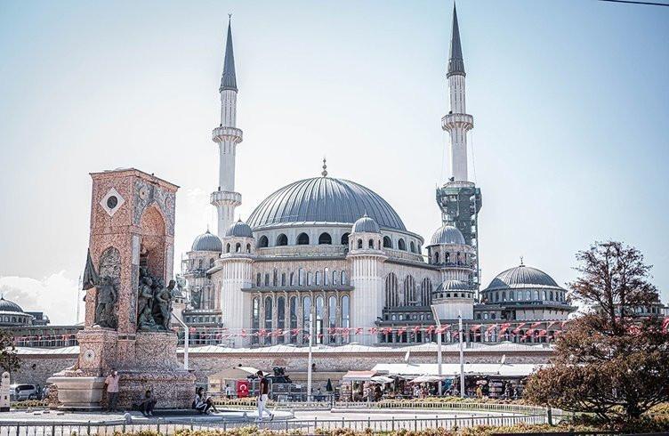 İşte Taksim Camii'nin içinden ilk görüntüler