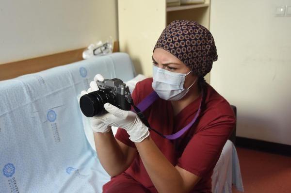 Pandemi servisinde çalışan doktor, süreci kare kare fotoğrafladı