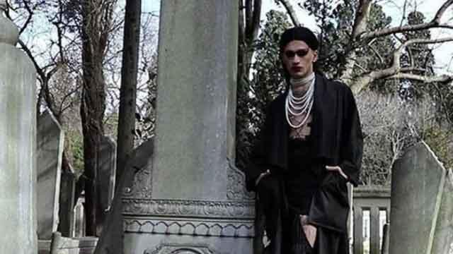 Mezarların üzerinde yürüyerek klip çeken şüphelilere dava!