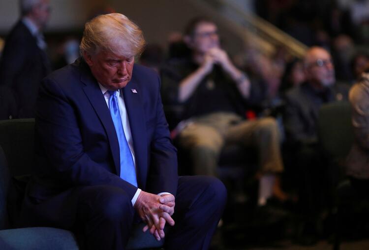 Ayinde bağış yapan Trump'ın hareketi olay oldu!