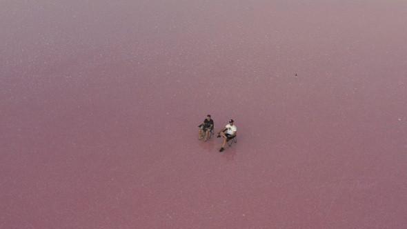 Tablo gibi... Tuz Gölü'nde renkli günbatımı böyle görüntülendi