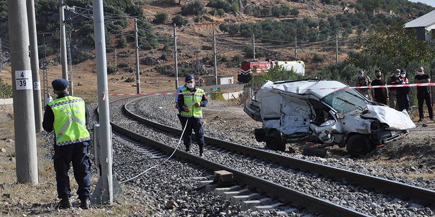 Gaziantep'te tren faciası! 1'i çocuk 2 kişi öldü