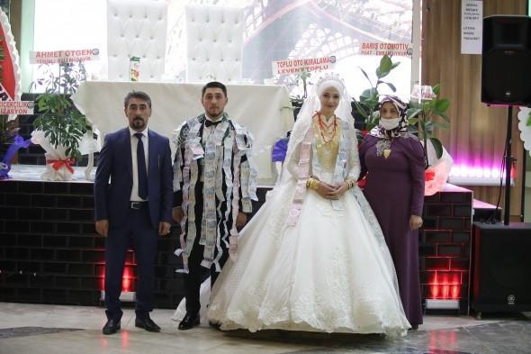 Aşiret düğününde takı yarışı - Resim: 1