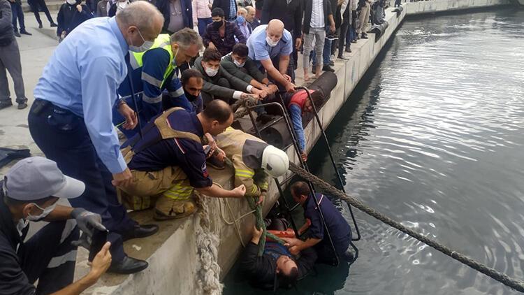 Denize düşen adama koronavirüs korkusuyla kimse el uzatmadı